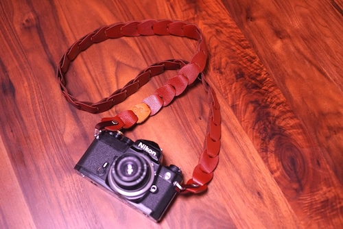 folklole mini / Brown【ウロコのようなカメラストラップ】