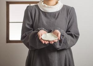 白釉 雲形小皿(お茶請け皿・変わり皿)/阿部 恵里