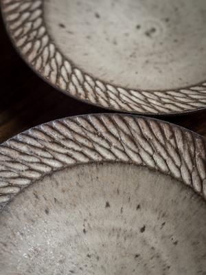 しのぎリム皿 白 中サイズ (7寸皿・深皿・パスタ皿)/山本雅則