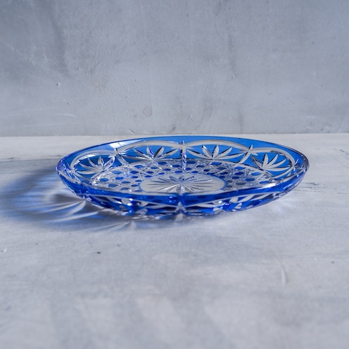 青いロイヤルな切子皿