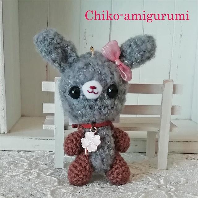 Chiko-amigurumi:キーホルダー グレーうさぎちゃん♪ 可愛い♪