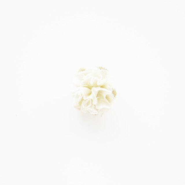麻のコサージュ〈Sakira small〉White