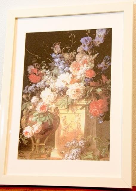 アートプリント布地★スパンドンク★アルバスターの台座上の花瓶の花