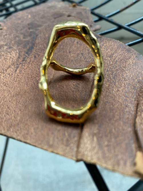 Soierie asymmetry metal frame ring