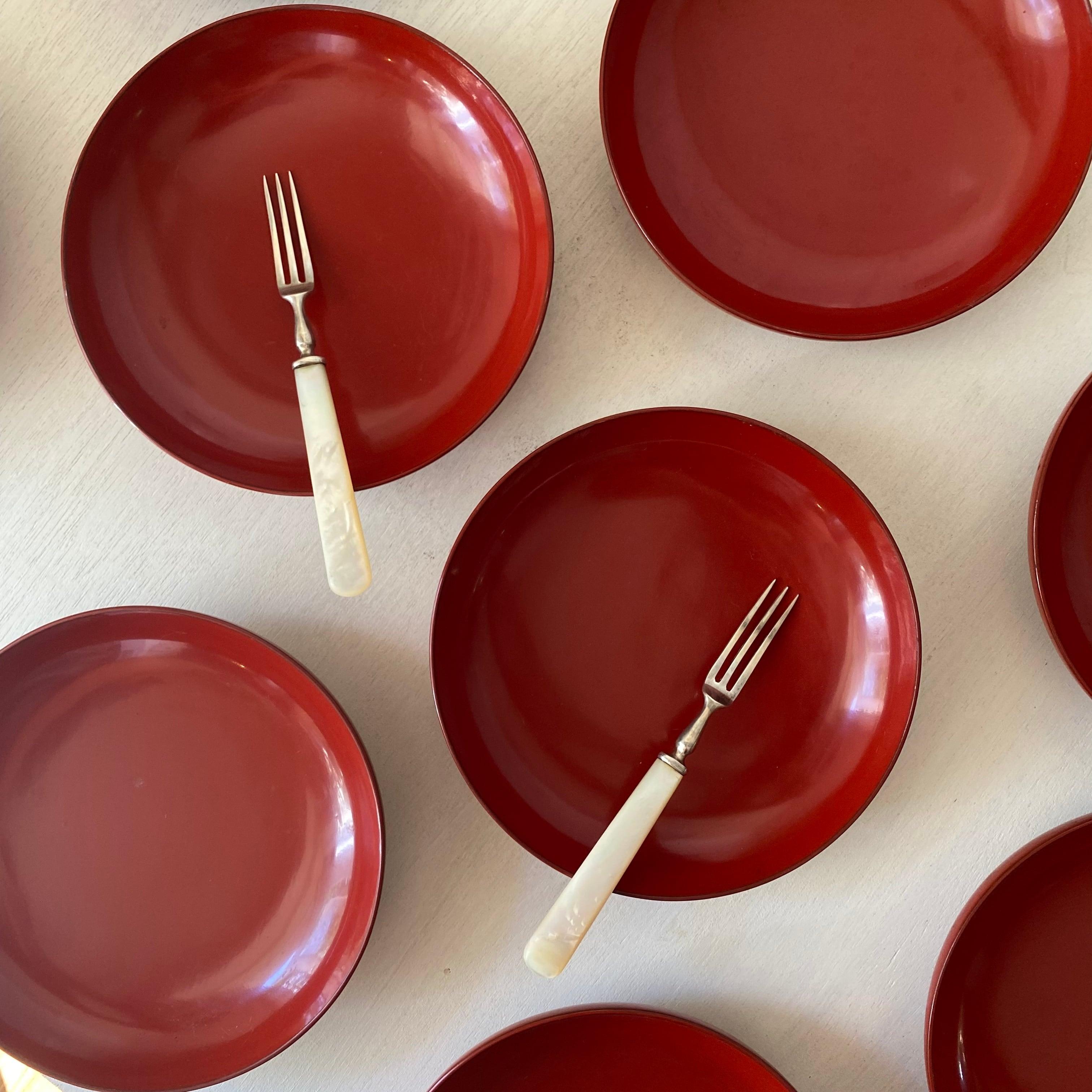 シンプルな塗りの銘々皿