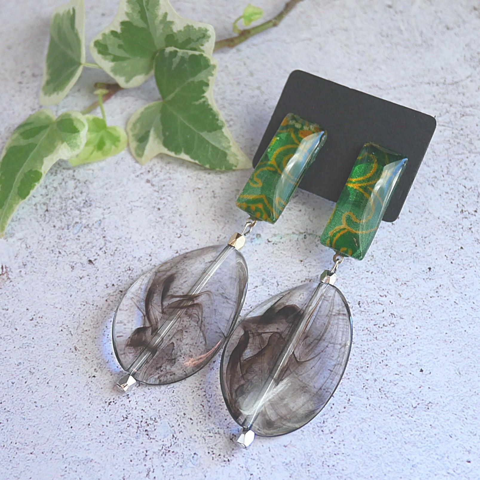 """ Earrings NO.0-1958″グリーンと金模様 着物ガラス"