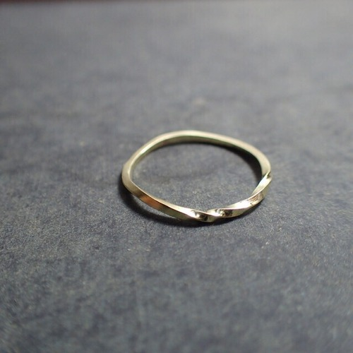 Brass twist ring