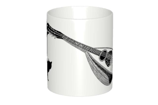 マンドリンと黒猫のマグカップ
