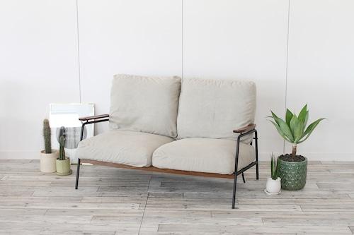 キナリのキャンバス二人掛けソファー。ラフで可愛い万能インテリア。