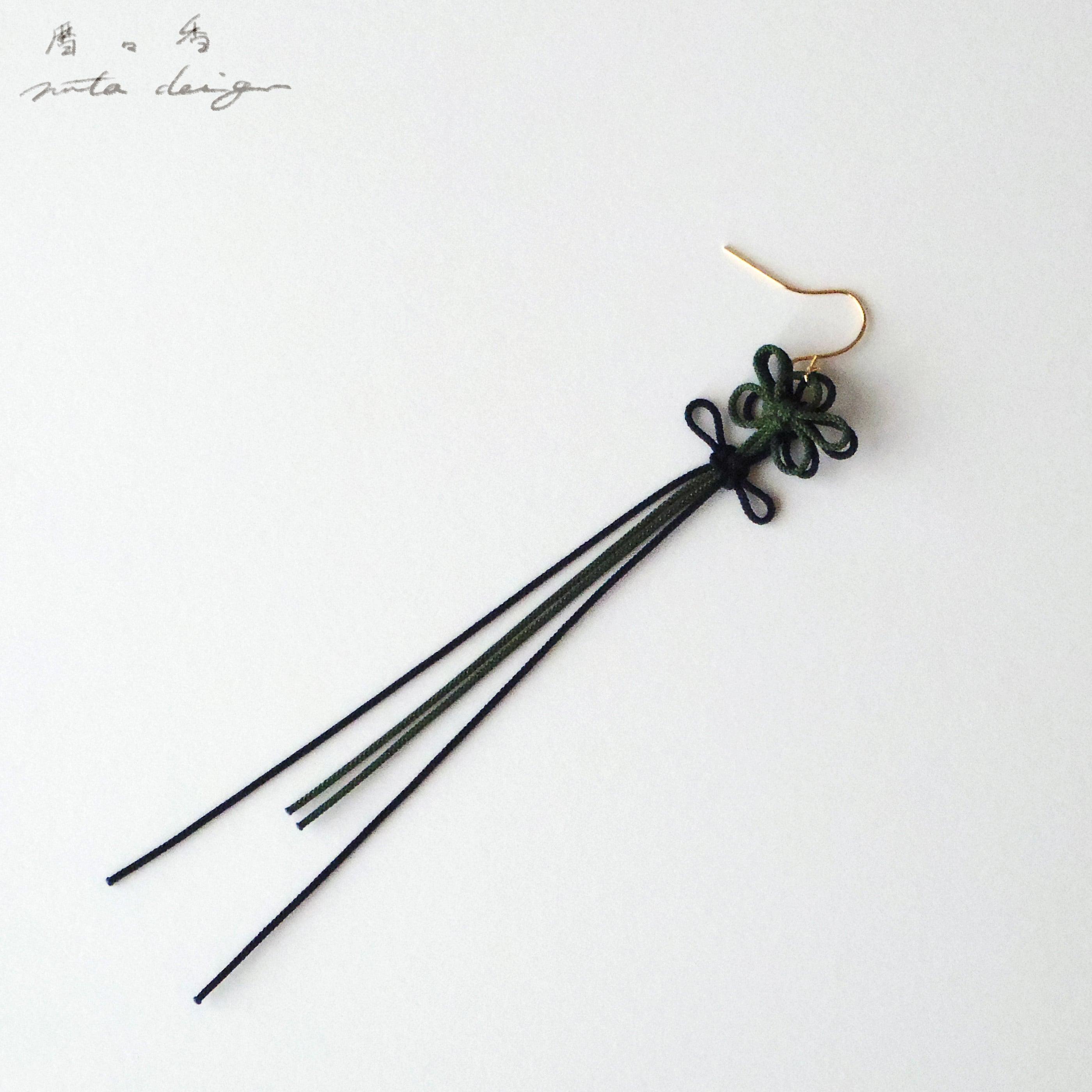 かたっぽピアス「暦々香」(深緑×黒)