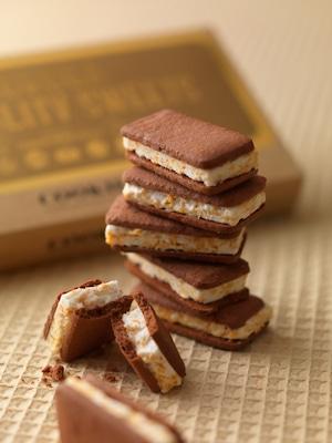 鶴雅オリジナル チョコサンドクッキー6枚入り