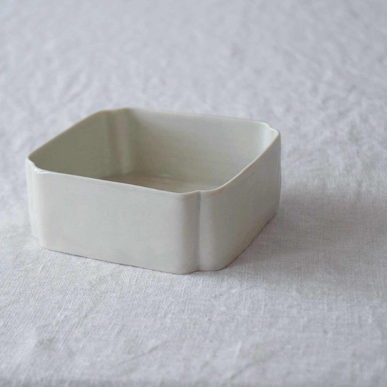 三浦ナオコ Naoko Miura  隅切り箱 (正方形)