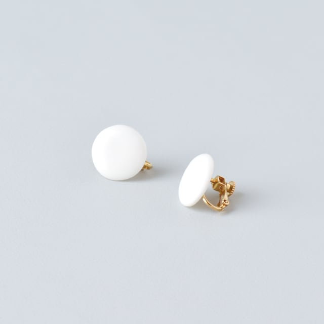 白磁のまるイヤリング