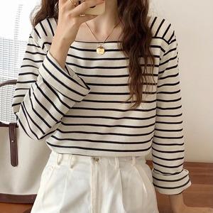 スクエアネックシンプルボーダーTシャツ U6392