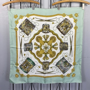 HERMES CARRES90 LES TAMBOURS LARGE SIZE SILK 100% SCARF MADE IN FRANCE/エルメスカレ90シルク100%大判スカーフ(タンブールの太鼓)