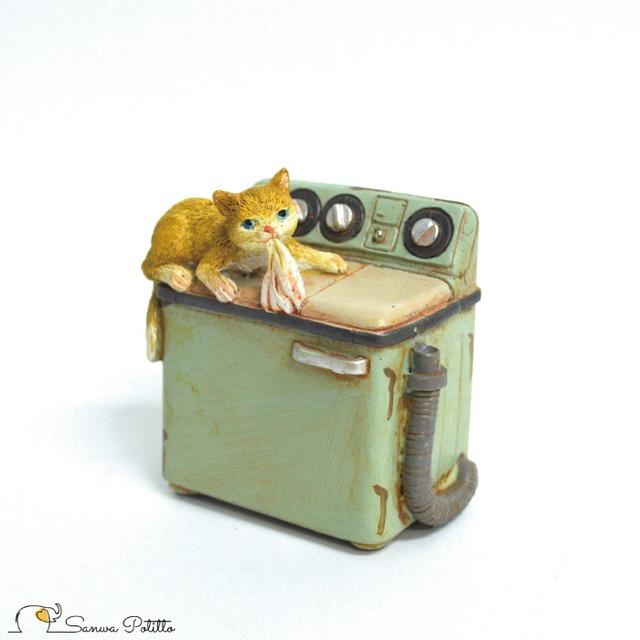 家電猫 洗濯機 EV14126A 高さ約6.5cm 茶トラ猫 ねこ ネコ レトロ アンティーク風 置物 オブジェ インテリア プレゼント ギフト かわいい ミニチュア