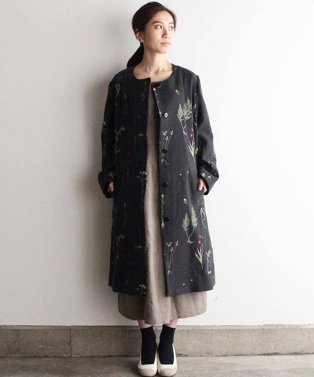 植物図鑑柄の刺繍コート チャコールグレー