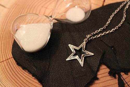 Designers Jewelry buff オープンスターペンダント