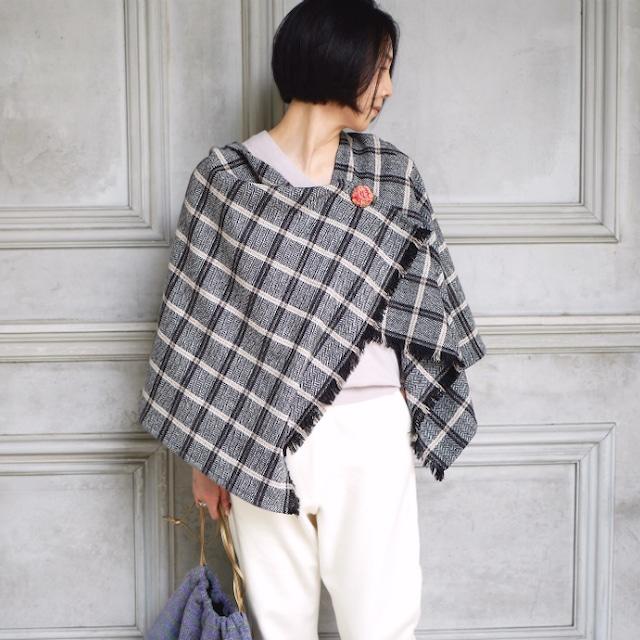 選べる刺繍ブローチ付きウールストールポンチョ【ヘリンボーンチェック】