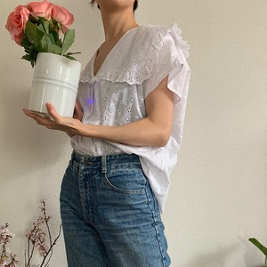 80's vintage white sleeveless eyelet lace blouse with sailor collar