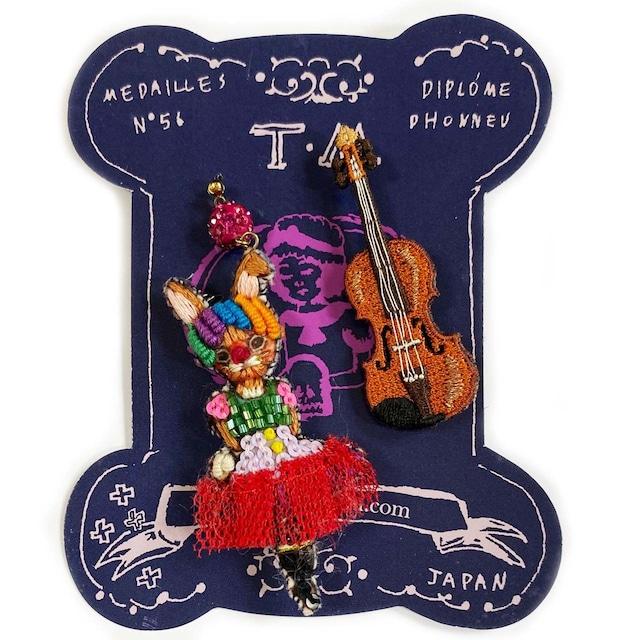 刺繍ピアスCircus(rabbit&violin)