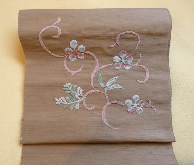 相良刺繍八寸帯 梅鉢唐草