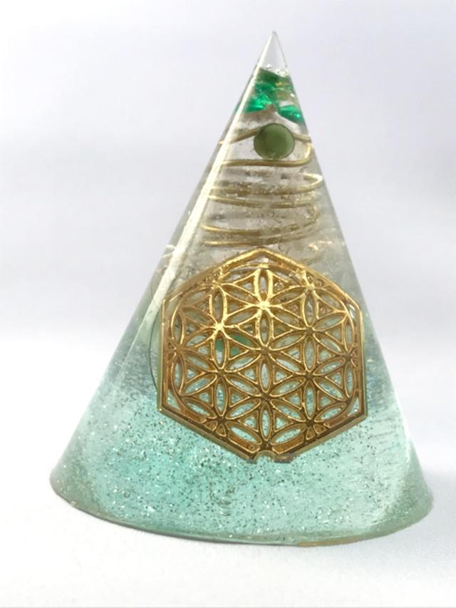 円錐型オルゴナイト【グリーンアベンチュリン・天然水晶】
