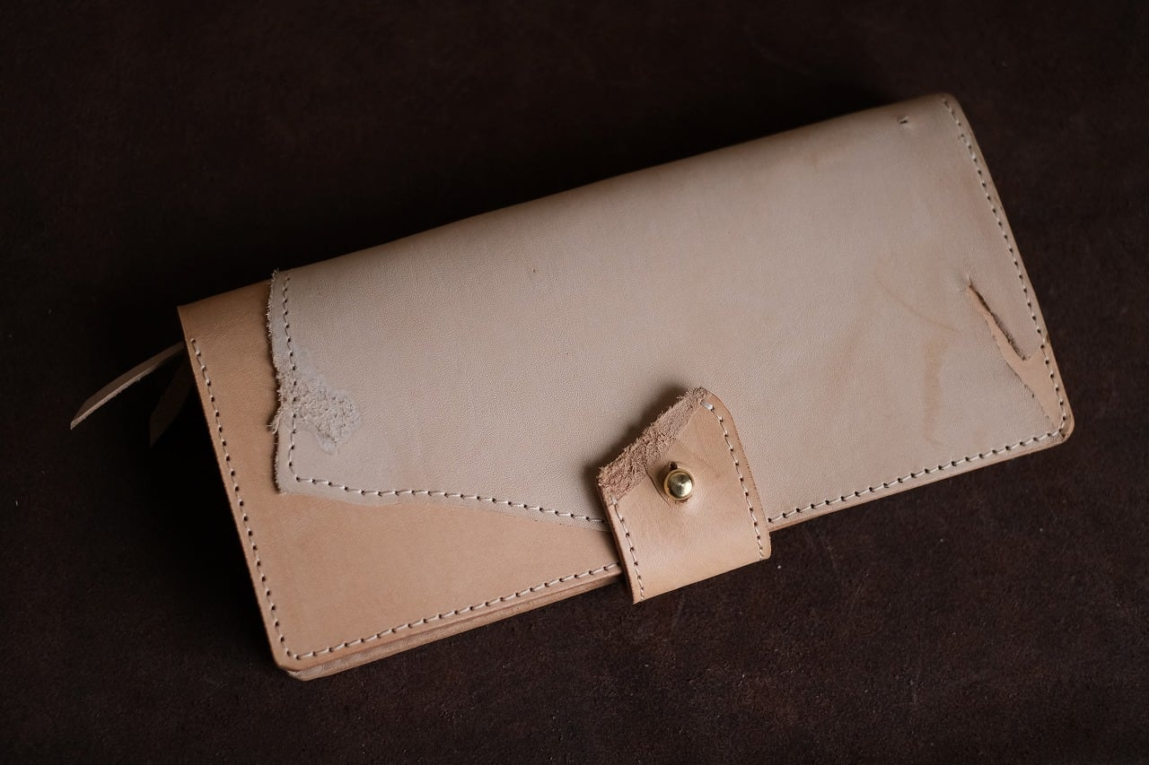 ナチュラルヌメの端切れ部分も使ってみた、ちょっとルーズな長財布
