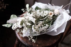 花材お任せスワッグ ( M size )~さわやか白×グリーン