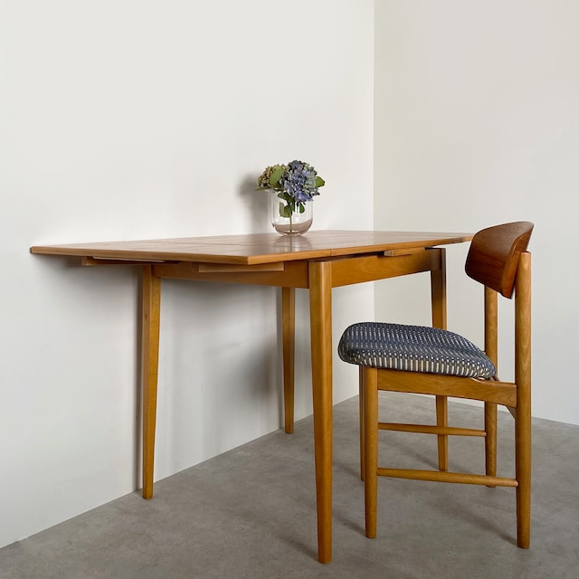Dining table with 2 leaves _ EDSBY VERKEN / TB013