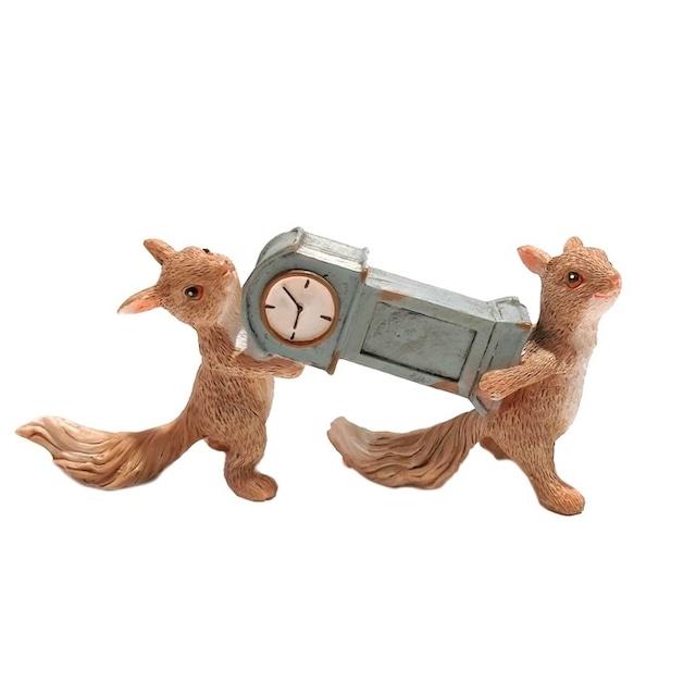 時計を運ぶリス ev14429a 2匹 リス 時計持ち りす  カントリー かわいい 置物 オブジェ かわいい 置物 置き物 オブジェ ミニチュア 小さい ギフト ミニチュアアニマル 贈り物