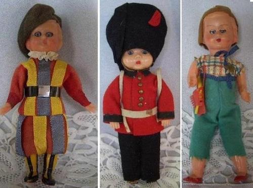 民族衣装 スリープアイドール3人 イギリス