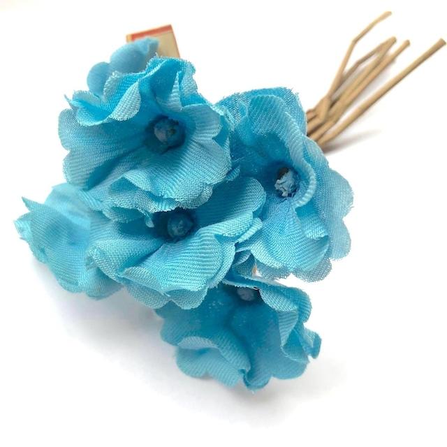 鮮やかな空色のヴィンテージ花束