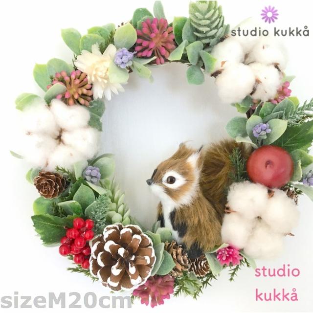 *送料無料*<受注製作> 直径20cm(Mサイズ)♡木の実とコットンの秋冬リース リスとベリーミックス