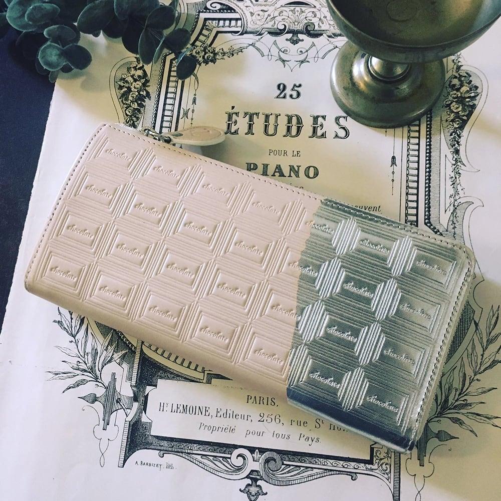 訳あり:革の白チョコ長財布(銀の包み紙)