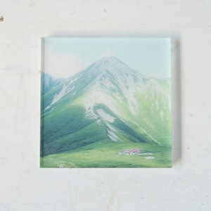 【mt.souvenir】山の透けるアクリルパネル/鷲羽岳と三俣山荘(12×12cmスクエア)