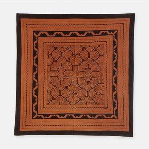 SHIPIBO TEXTILES シピボ族の泥染めの布 茶フチ縫い 720×700mm S017
