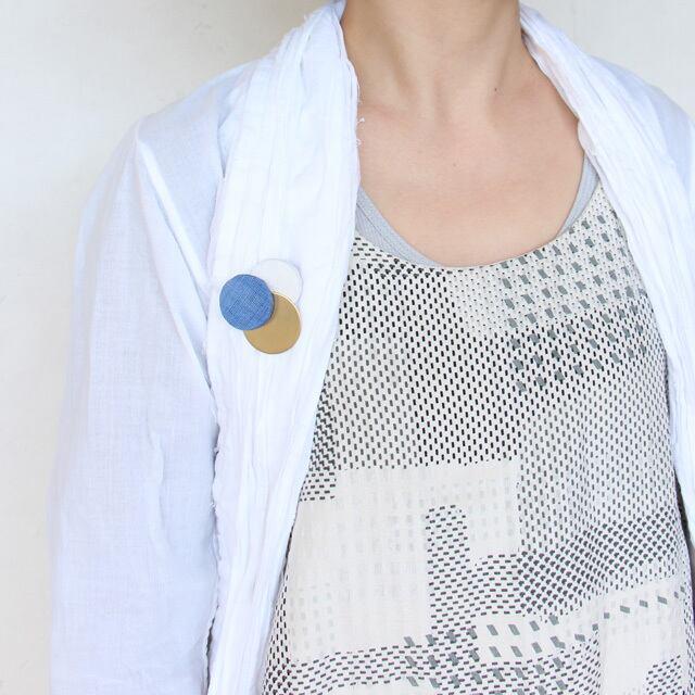 どんなお洋服にも似合う!シンプルフォルム 麻&真鍮のブローチ〈 Dots 〉ゴールド