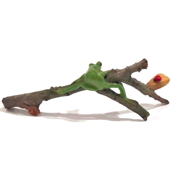 ミニチュアアニマル ed8348h 枝のり かえる カエル 木の枝 てんとう虫 かわいい 置物 置き物 オブジェ ミニチュア 小さい ギフト 秋 冬
