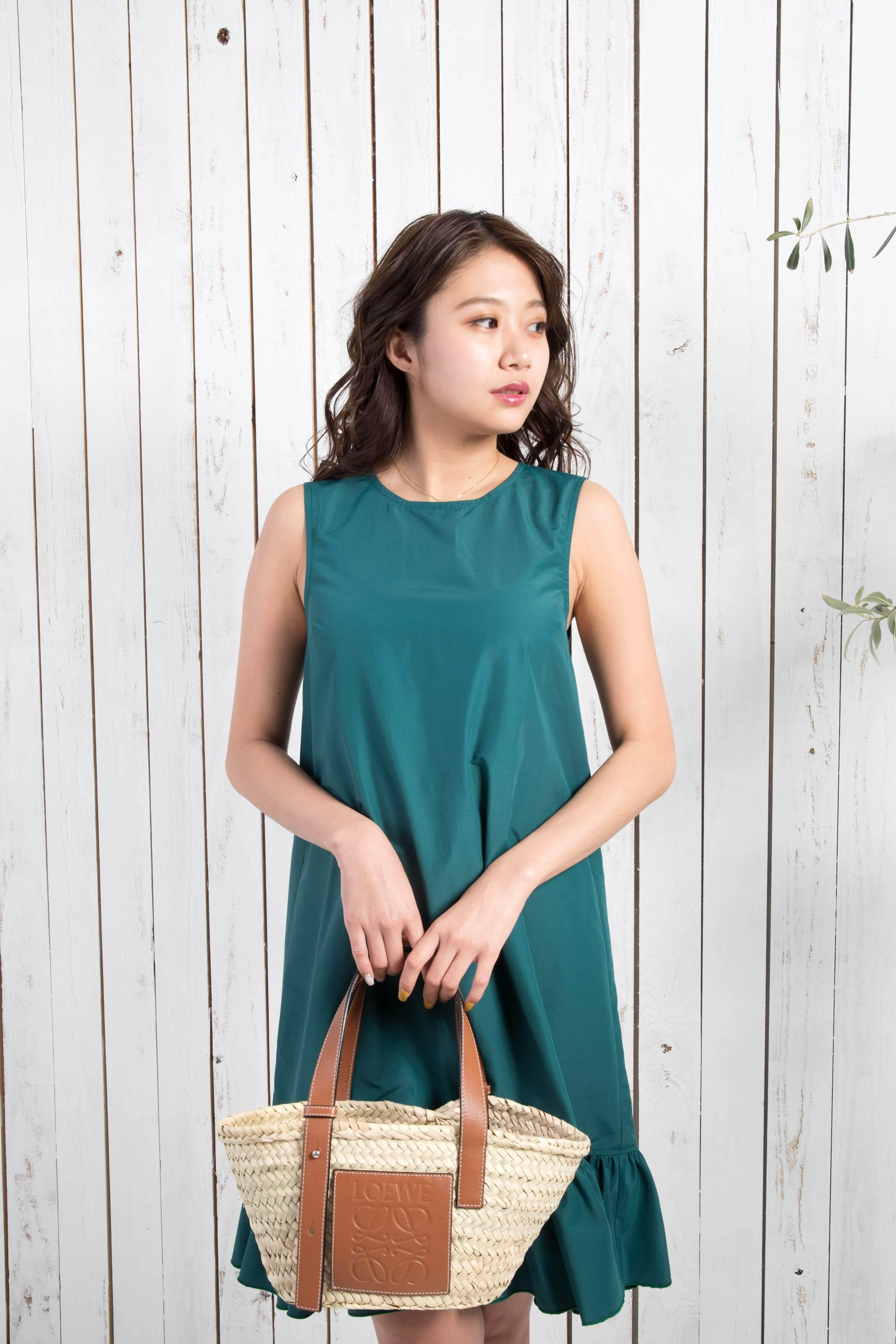 sleeveless gathered dress
