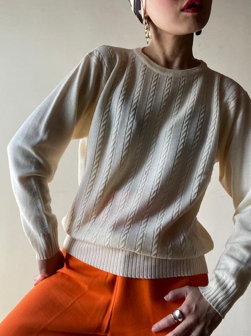 Simple Desigh Knit Top