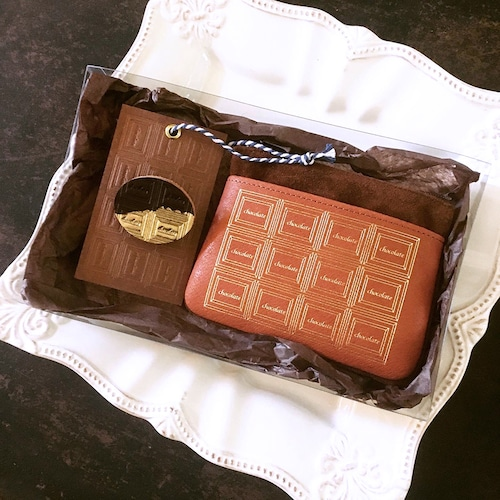 特別セット:革のチョコ小物入れ+丸型ブローチ(ビター金)
