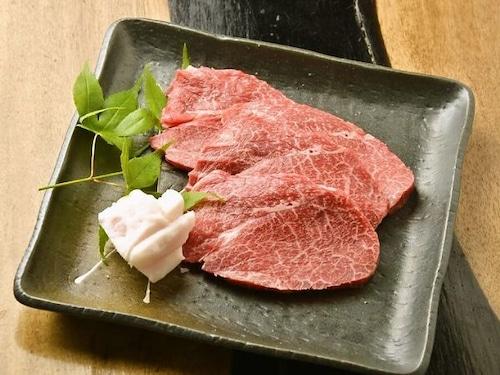 国産黒毛和牛赤身肉 (100g当たり)
