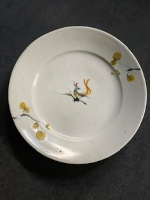 松本郁美 白磁掻き落とし5寸リム皿(蜜鳥と蝋梅)