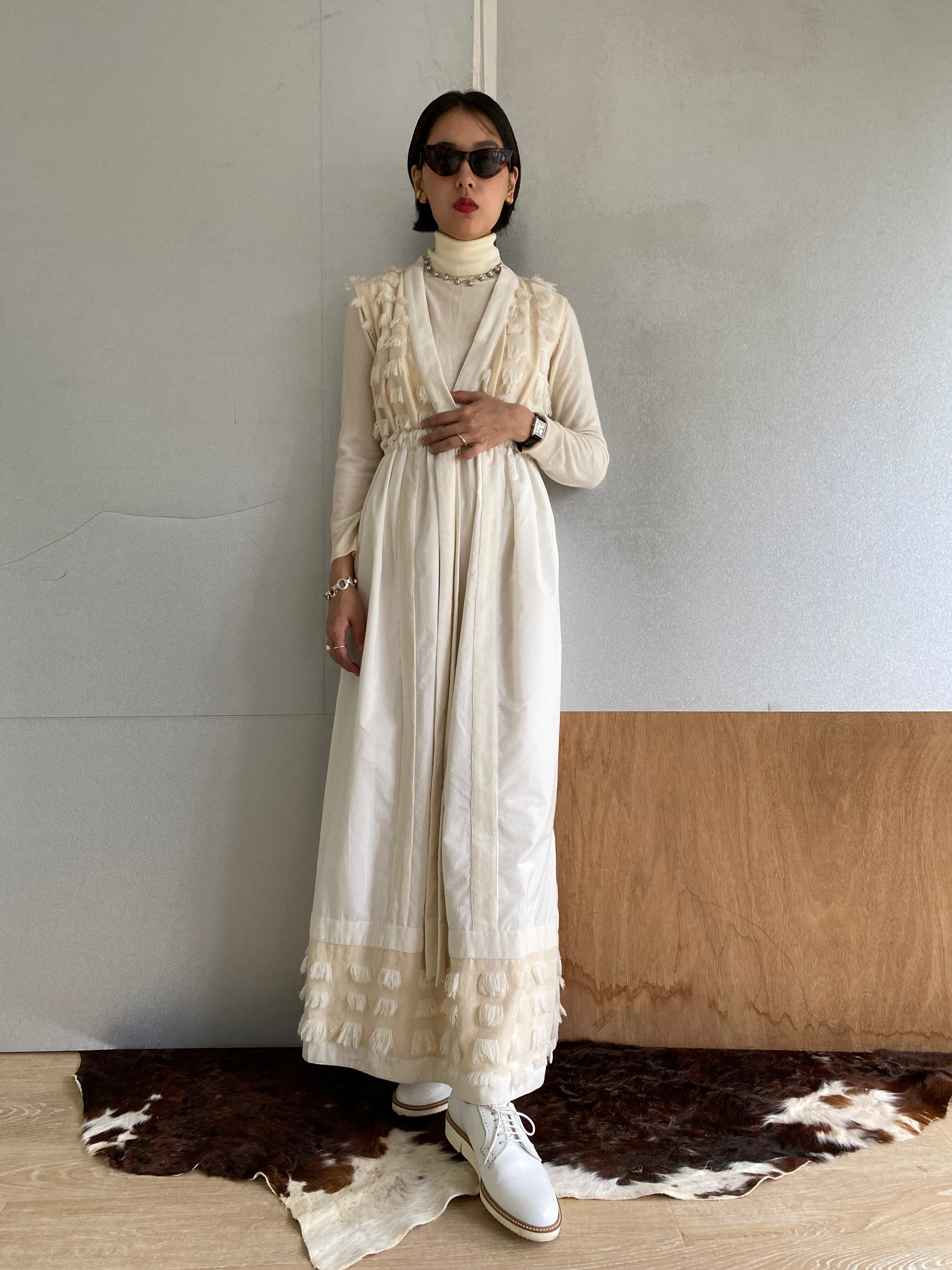 "Deep v-neck long dress ""Natural white & white"" cotton frill & organic cotton & cotton velvet"