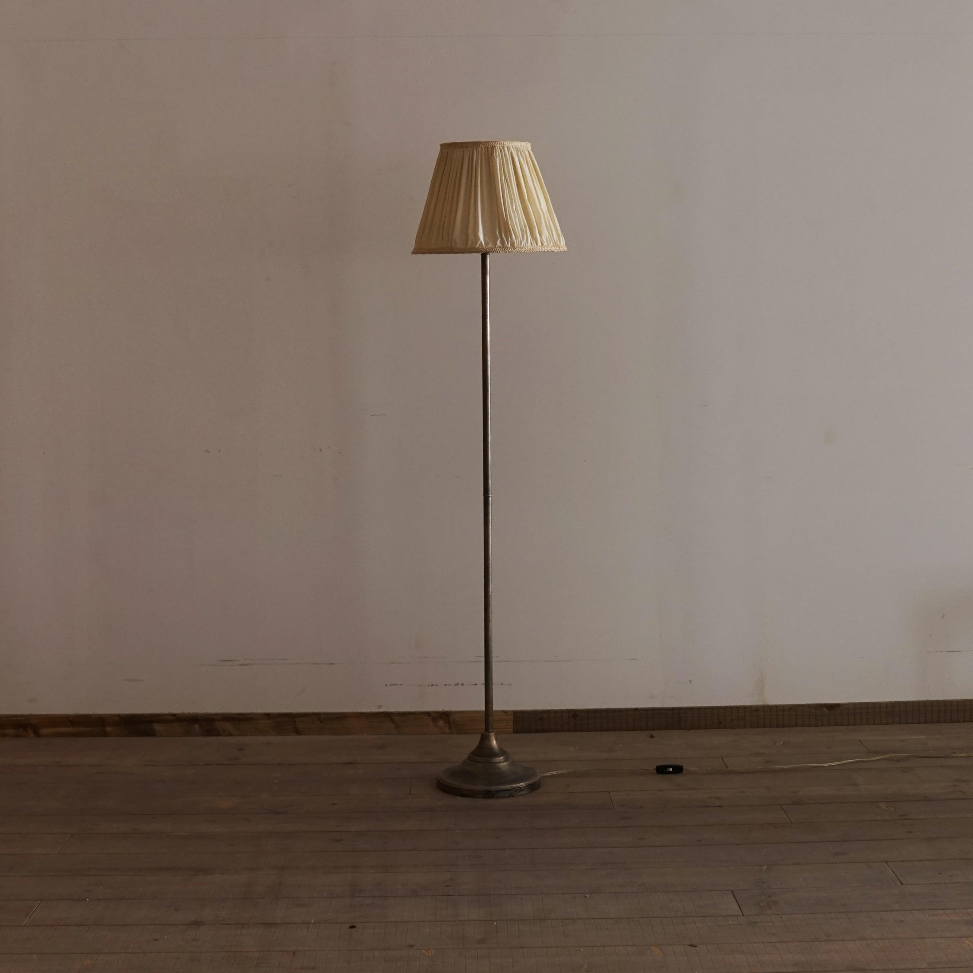 #01-13  Antique stand light
