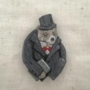 ブローチ  君の知らない物語    Pin resin brooch  A story that you don't know.