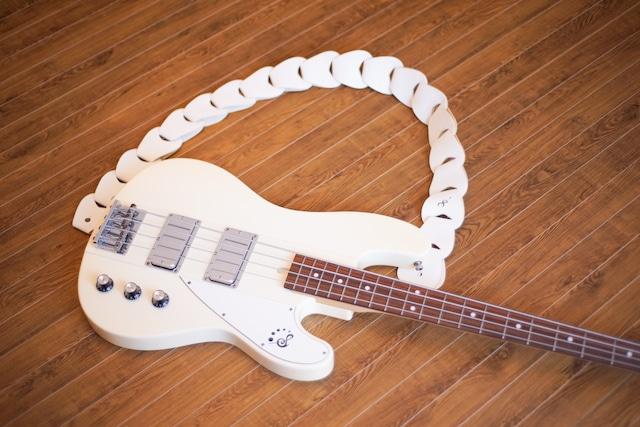 folklore / Cream 【ウロコのようなギターストラップ 】