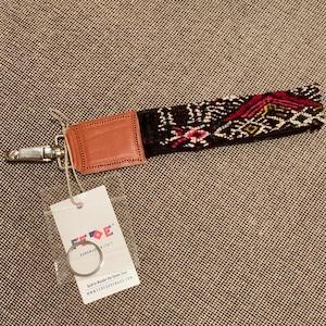 FEDE Sahara Keys Lanyard Wristlet Nero