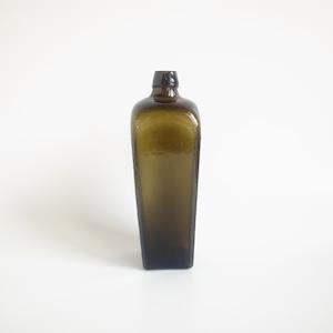 Glass gin bottle[A]